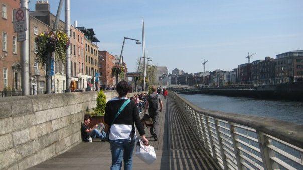 irlanda-dublin-liffey-nehri-Hapenny-bridge